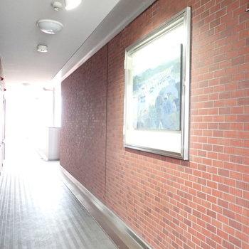 【共用部】絵画が飾られています!美術館みたい。