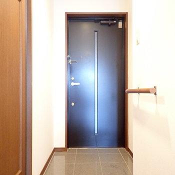 玄関はゆったりめです。シューズボックスはつくりましょう!