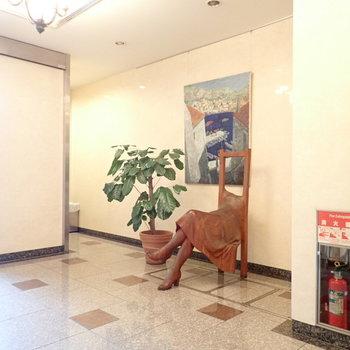 【共用部】1階には、やはり作品が。美術館でしょう。