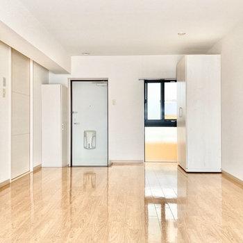 玄関先からこちらまでぐわっとお部屋が広がっていますよ。※写真は3階の同間取り別部屋のものです