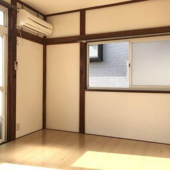 【洋室バルコニー側】2面採光になっており開放感があります。