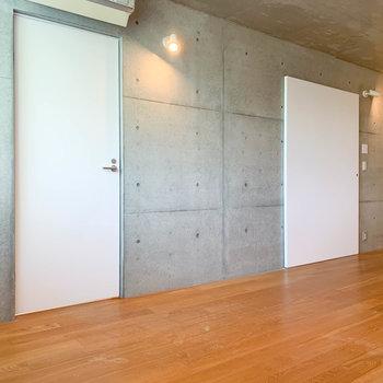 【14.2J】白い扉を開けると脱衣所へ。