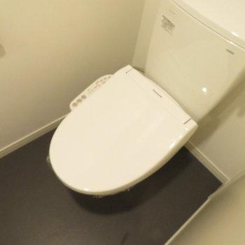 トイレと同じ空間にあります