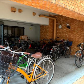 共用部】大事な自転車も防犯カメラが見守ります、、!