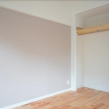 【イメージ】もう一つの収納はオープンタイプですが、カーテンで目隠しできますよ!