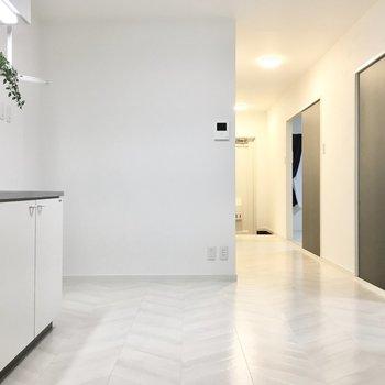 床はヘリンボーン柄で上品な雰囲気も。