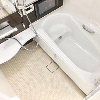 追い焚き機能に浴室乾燥機、さらにはTVまで!