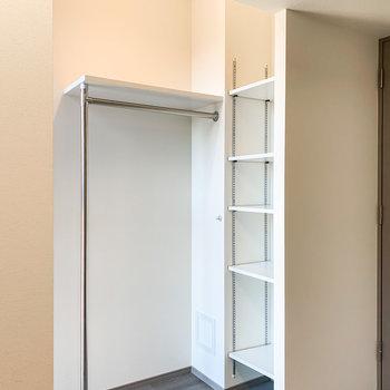 収納にお気に入りの洋服をしまえば、お部屋が一気に華やぎますね。