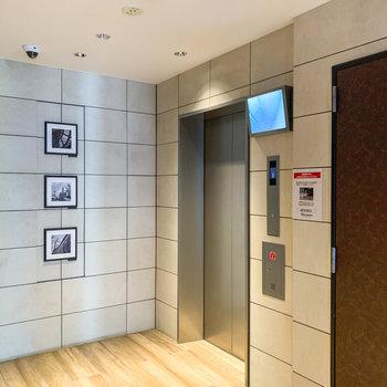 5階へはエレベーターで。安心の防犯カメラ付きです。