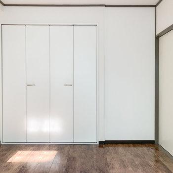 【洋室】反対側にはクローゼットが。※写真は前回募集時のものです