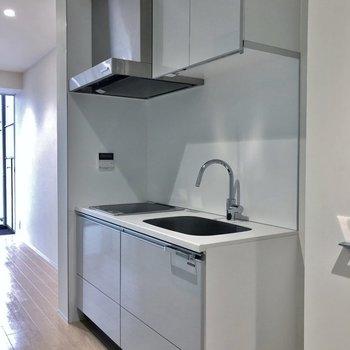 スマートなキッチン。※写真は7階の同タイプのもの
