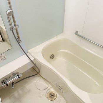 浴室乾燥機、追い焚きの付いたデキるバスルームです。