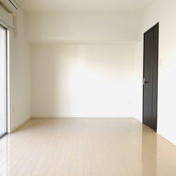 広々として、無駄なものがない。どんな家具を置こうかな。