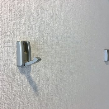 玄関にはフックも付いています♪