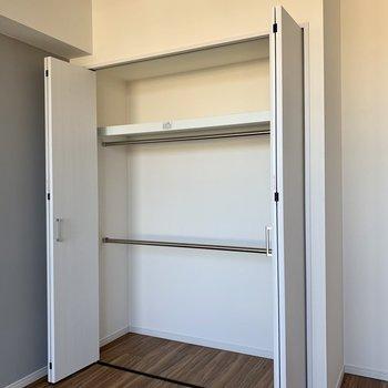 【洋室】ボックスも活用すると、スッキリ収納できます