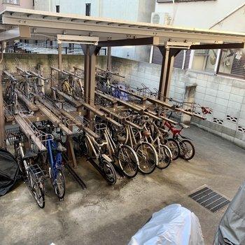 駐輪場にバイク置き場もあるので、お出かけしやすいです