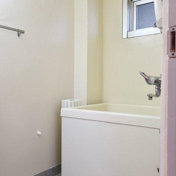 昔ながらのお風呂の雰囲気にしみじみ・・・(※写真は5階の反転間取り別部屋のものです)