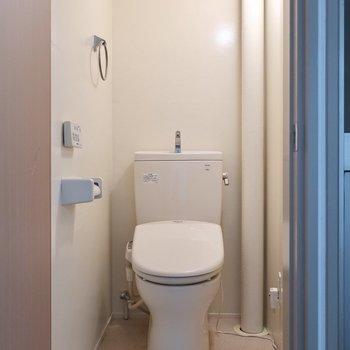 だけどトイレは設備しっかりだ!(※写真は5階の反転間取り別部屋のものです)