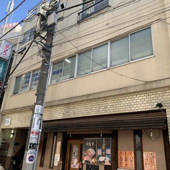 1階は飲食店です。