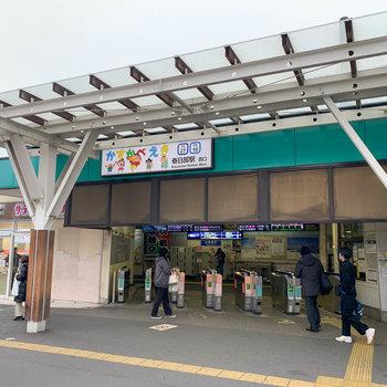最寄りの春日部駅西口。クレヨンしんちゃんがお出迎え。