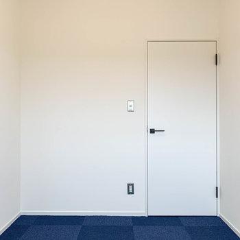 【洋室4.3帖】書斎や趣味のスペース、あるいは収納部屋にも良いですね。