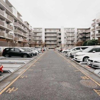 駐車場も敷地内にしっかりありますよ。