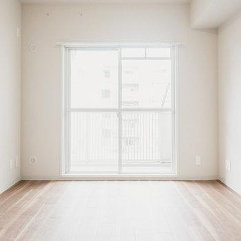 【洋室(2)】南バルコニー側にもう1部屋洋室が。