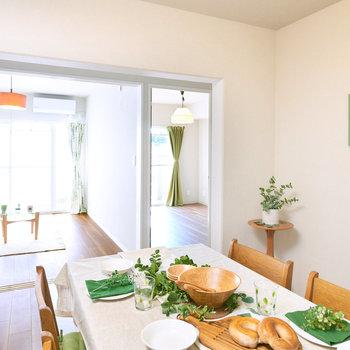【DK】明るいダイニングで、家族みんなで楽しい食卓を。※家具・調度品等はサンプルです