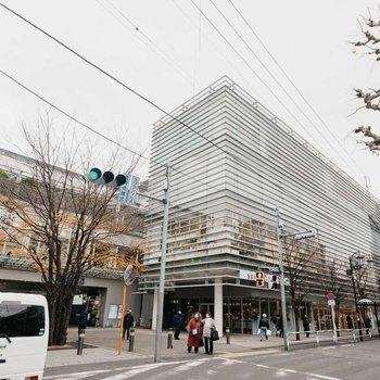 高級住宅街として知られる成城学園前。駅ビルの「コルティ」にもおしゃれなお店がたくさん。