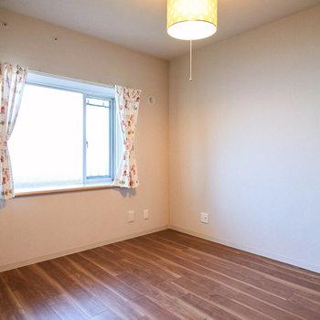 【洋室(3)】玄関にはもう1つお部屋があります。※家具・調度品等はサンプルです