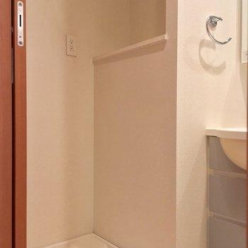 洗濯機置場もコチラです※写真は3階の反転間取り別部屋のものです