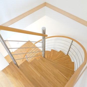 ぐるぐる階段のある生活、始めてみませんか?(※写真は1階の同間取り別部屋のものです)
