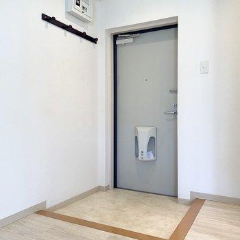 玄関です。シューズボックスを用意したいですね。