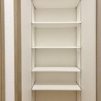 玄関横の収納にはアウトドア用品もしまっておけますね
