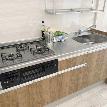 キッチンは作業スペースが広め