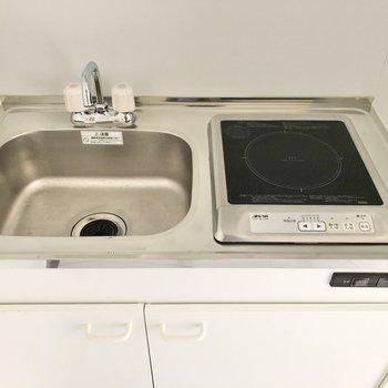 調理スペース確保にはシンクボードを活用すると良さそう。※写真は2階の同間取り別部屋のものです