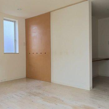 キッチンと洋室はスライド式の扉で仕切ることもできますよ。