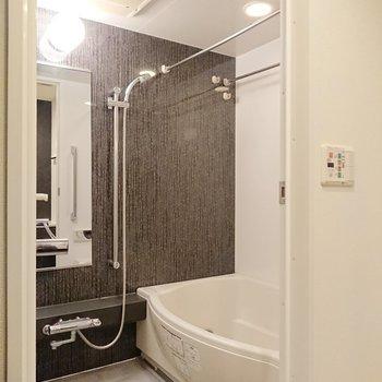 追い焚きや浴室乾燥機付きなので、清潔さが長持ちしそうですね。