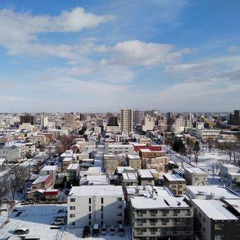 共用部窓からも札幌の町並みを見下ろせます♪