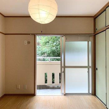 【洋6−3】もうひと部屋は玄関脇に。ちょっと和室チックな6帖のお部屋です。
