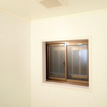 上には小窓があるので湿気対策◎