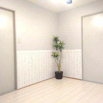 観葉植物が映えるお部屋です。