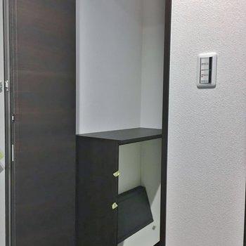 シューズクローク発見♡棚は3段ほどの棚です!。※写真は3階の同タイプのもの