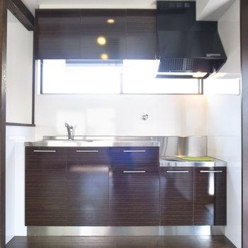 きれいなキッチン!やや小柄です。