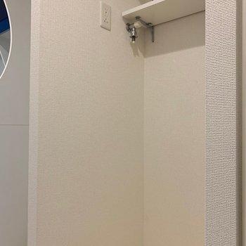 洗濯機置き場は玄関すぐに(※写真は6階の同間取り別部屋のものです)