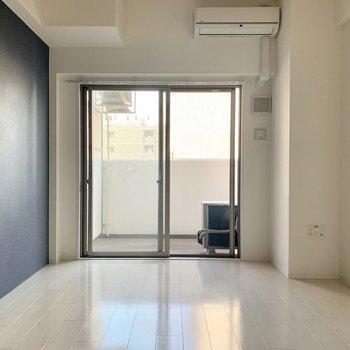 白を基調とした空間に(※写真は6階の同間取り別部屋のものです)