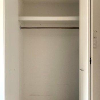 クローゼットに(※写真は6階の同間取り別部屋のものです)