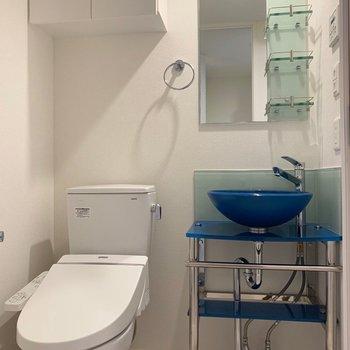 トイレと洗面台は隣同士(※写真は6階の同間取り別部屋のものです)