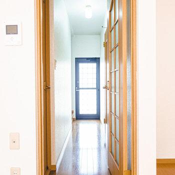 その他の水廻りと階段は廊下に。