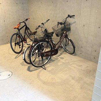 自転車置場もしっかり囲まれた空間。